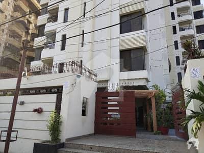 کلفٹن کراچی میں 3 کمروں کا 9 مرلہ فلیٹ 4.4 کروڑ میں برائے فروخت۔
