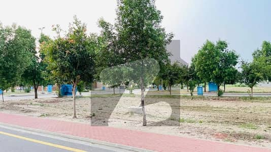 400 Square Feet Flat In Bahria Town - Talha Block For Sale At Maahi Boulevard
