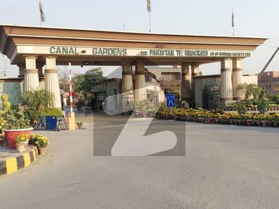 کینال گارڈن ۔ بلاک بی کینال گارڈن لاہور میں 2 مرلہ کمرشل پلاٹ 85 لاکھ میں برائے فروخت۔