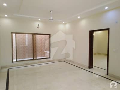 1 Kanal House Situated In Model Town For Sale
