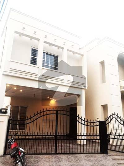 سٹی ہاؤسنگ سوسائٹی - بلاک سی سٹی ہاؤسنگ سوسائٹی سیالکوٹ میں 5 کمروں کا 10 مرلہ مکان 2.45 کروڑ میں برائے فروخت۔