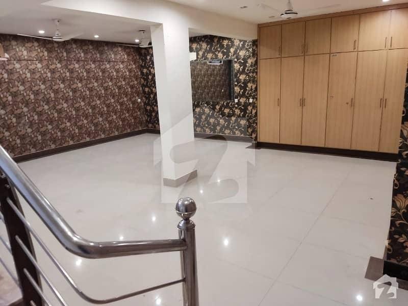 ڈی ایچ اے فیز 8 ڈی ایچ اے کراچی میں 3 کمروں کا 4 مرلہ مکان 1.1 لاکھ میں کرایہ پر دستیاب ہے۔