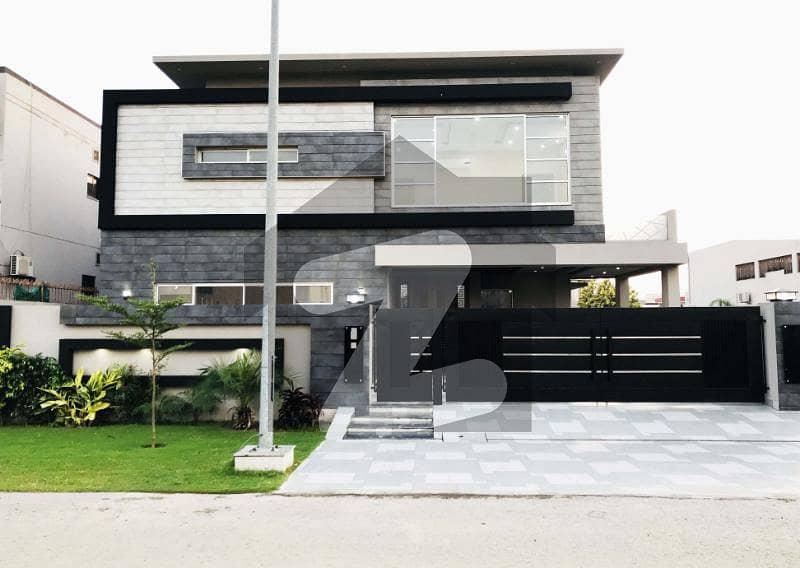 سٹی ہاؤسنگ سوسائٹی سیالکوٹ میں 7 کمروں کا 1 کنال مکان 7 کروڑ میں برائے فروخت۔