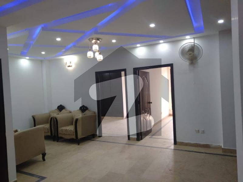 سوان گارڈن ۔ بلاک بی سوان گارڈن اسلام آباد میں 2 کمروں کا 3 مرلہ فلیٹ 40 لاکھ میں برائے فروخت۔