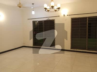 عسکری 11 عسکری لاہور میں 3 کمروں کا 10 مرلہ فلیٹ 1.72 کروڑ میں برائے فروخت۔