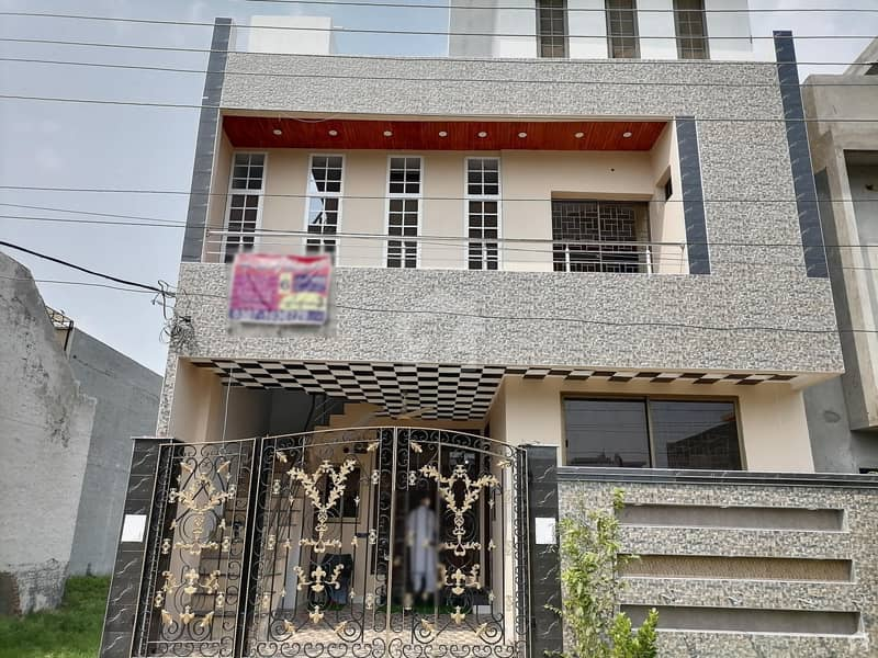 بسم اللہ ہاؤسنگ سکیم لاہور میں 6 کمروں کا 6 مرلہ مکان 1.55 کروڑ میں برائے فروخت۔