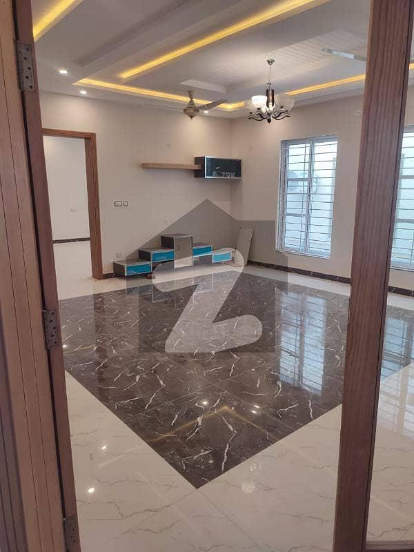 ڈی ایچ اے فیز 1 - سیکٹر ایف ڈی ایچ اے ڈیفینس فیز 1 ڈی ایچ اے ڈیفینس اسلام آباد میں 5 کمروں کا 12 مرلہ مکان 4.1 کروڑ میں برائے فروخت۔