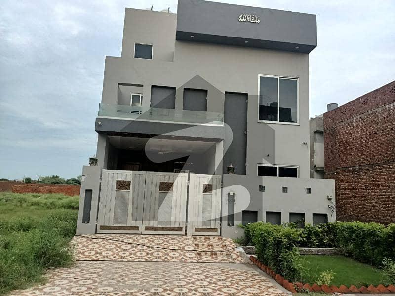 گرینڈ ایوینیوز ہاؤسنگ سکیم لاہور میں 3 کمروں کا 5 مرلہ مکان 93 لاکھ میں برائے فروخت۔