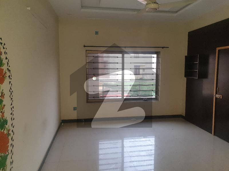 جی ۔ 15 اسلام آباد میں 4 کمروں کا 8 مرلہ مکان 57 ہزار میں کرایہ پر دستیاب ہے۔