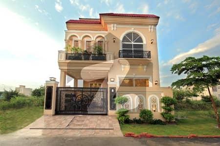 ڈی ایچ اے 9 ٹاؤن ڈیفنس (ڈی ایچ اے) لاہور میں 3 کمروں کا 5 مرلہ مکان 2.1 کروڑ میں برائے فروخت۔