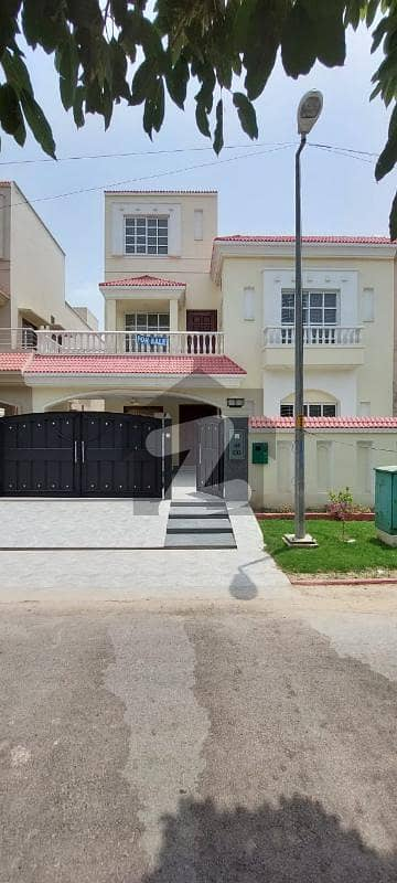 بحریہ ٹاؤن ۔ بلاک ڈی ڈی بحریہ ٹاؤن سیکٹرڈی بحریہ ٹاؤن لاہور میں 5 کمروں کا 10 مرلہ مکان 2.7 کروڑ میں برائے فروخت۔