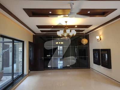 ONE KANAL BEAUTIFULL HOUSE FOR RENT IN DHA PHASE 4
