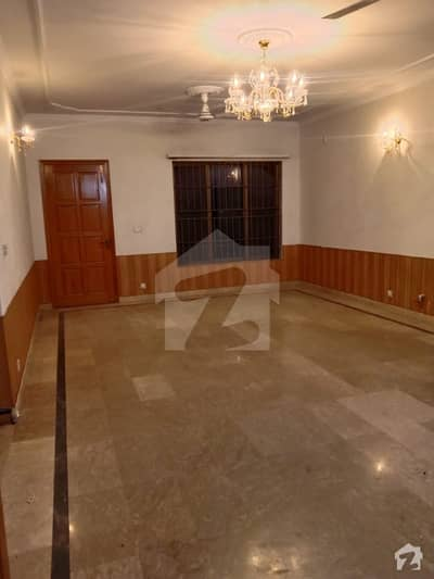 50 90 Upper Portion Available For Rent