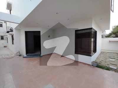 ڈی ایچ اے فیز 7 ڈی ایچ اے کراچی میں 4 کمروں کا 12 مرلہ مکان 6.5 کروڑ میں برائے فروخت۔