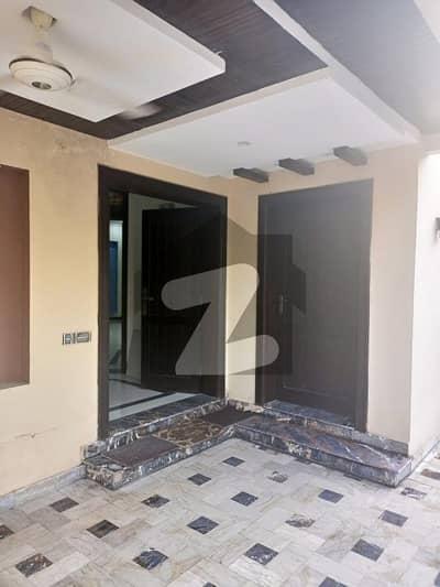 بحریہ ٹاؤن نرگس بلاک بحریہ ٹاؤن سیکٹر سی بحریہ ٹاؤن لاہور میں 2 کمروں کا 10 مرلہ زیریں پورشن 45 ہزار میں کرایہ پر دستیاب ہے۔