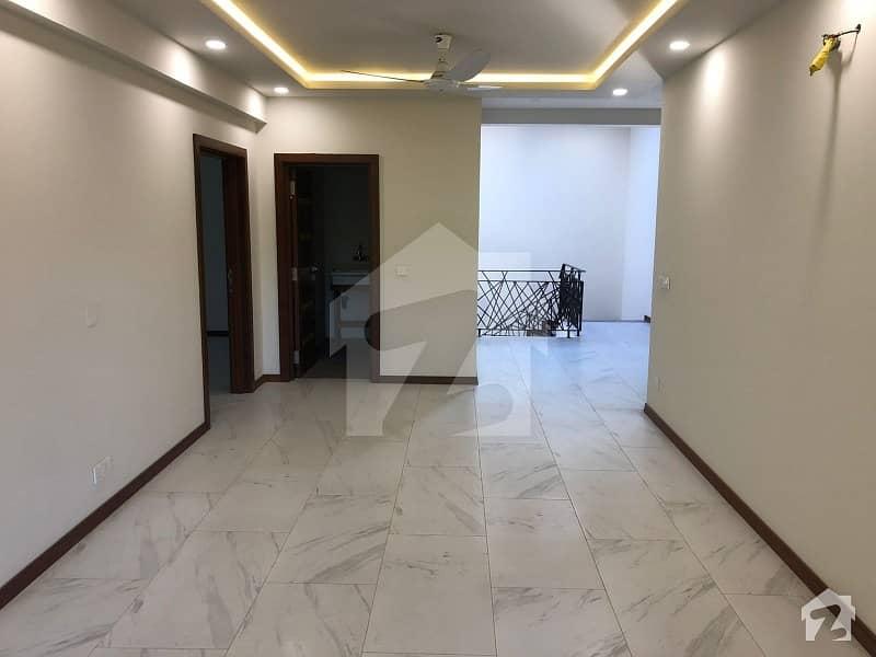 ایف ۔ 10 اسلام آباد میں 5 کمروں کا 1 کنال مکان 16 کروڑ میں برائے فروخت۔