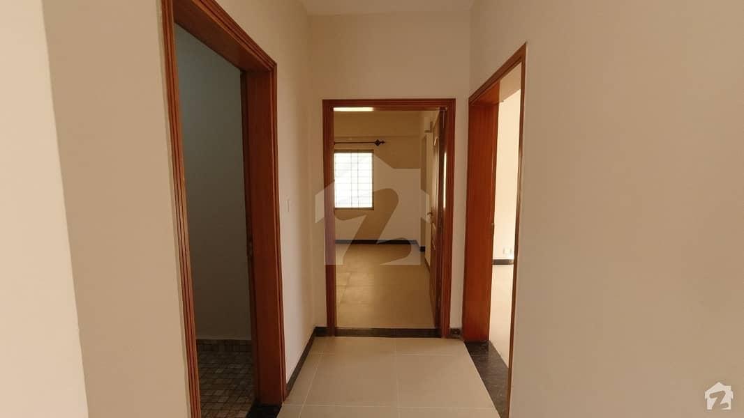 عسکری 5 ملیر کنٹونمنٹ کینٹ کراچی میں 4 کمروں کا 13 مرلہ فلیٹ 3.7 کروڑ میں برائے فروخت۔