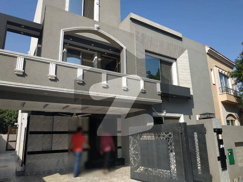 بحریہ ٹاؤن ۔ بلاک ڈی ڈی بحریہ ٹاؤن سیکٹرڈی بحریہ ٹاؤن لاہور میں 5 کمروں کا 11 مرلہ مکان 2.7 کروڑ میں برائے فروخت۔