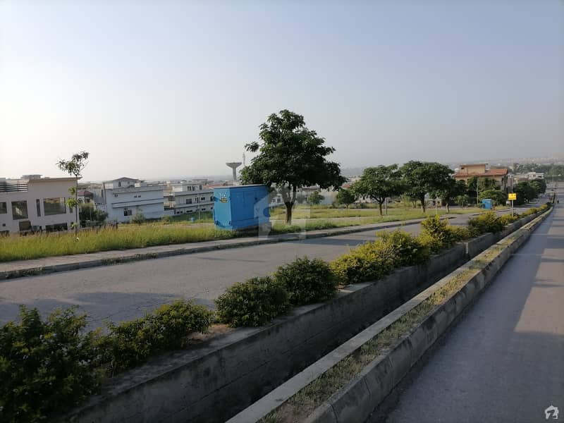 8 Kanal Spacious Commercial Plot Available In Gulberg For Sale