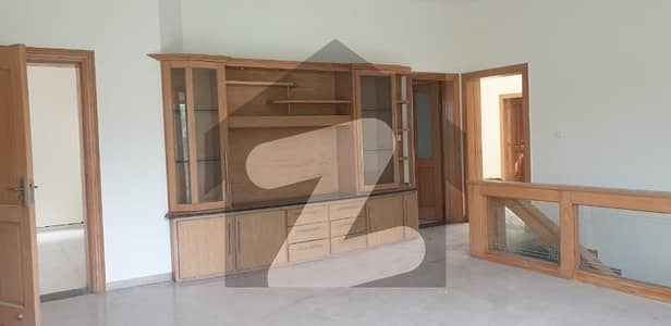 2 Kanal Luxury House 5-Bad Plus Basement Available For Rent in F-7