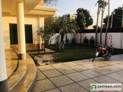 گلبرگ 3 گلبرگ لاہور میں 6 کمروں کا 1.5 کنال مکان 2 لاکھ میں کرایہ پر دستیاب ہے۔