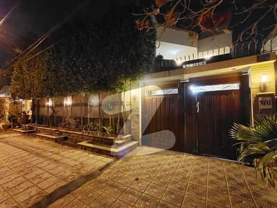 کلفٹن ۔ بلاک 2 کلفٹن کراچی میں 6 کمروں کا 10 مرلہ مکان 6 کروڑ میں برائے فروخت۔