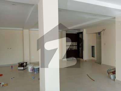 ایف ۔ 17 اسلام آباد میں 13 مرلہ عمارت 20 کروڑ میں برائے فروخت۔