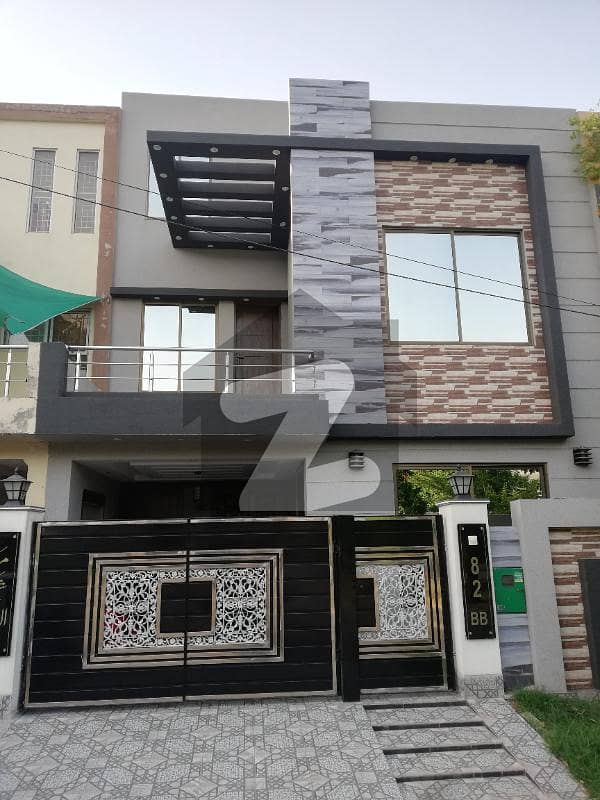 بحریہ ٹاؤن ۔ بلاک بی بی بحریہ ٹاؤن سیکٹرڈی بحریہ ٹاؤن لاہور میں 3 کمروں کا 5 مرلہ مکان 1.5 کروڑ میں برائے فروخت۔
