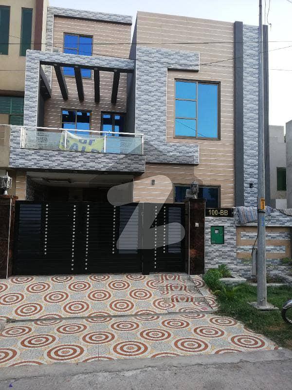 بحریہ ٹاؤن ۔ بلاک بی بی بحریہ ٹاؤن سیکٹرڈی بحریہ ٹاؤن لاہور میں 3 کمروں کا 5 مرلہ مکان 1.6 کروڑ میں برائے فروخت۔