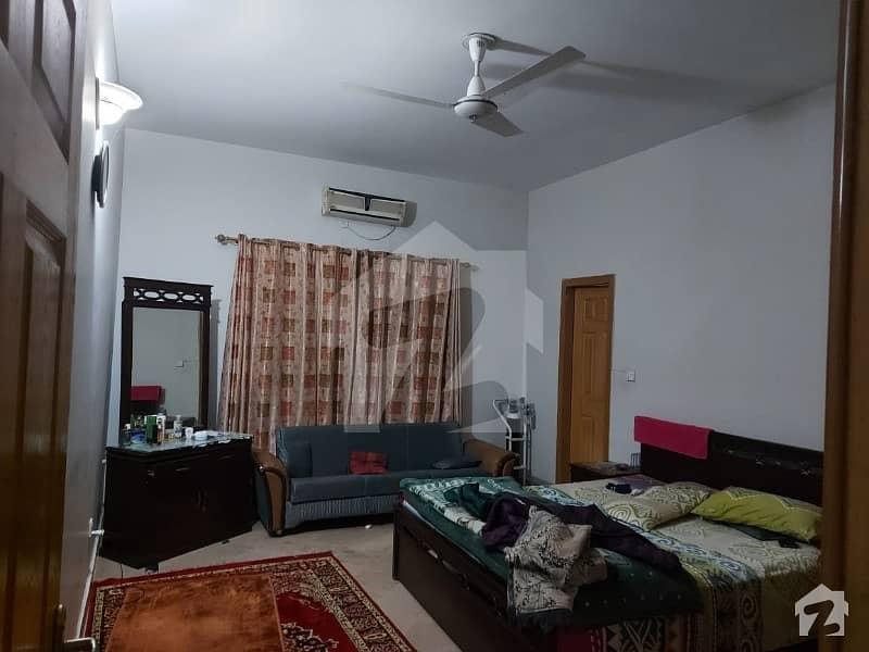 ای ۔ 11/3 ای ۔ 11 اسلام آباد میں 11 کمروں کا 1 کنال مکان 7.5 کروڑ میں برائے فروخت۔