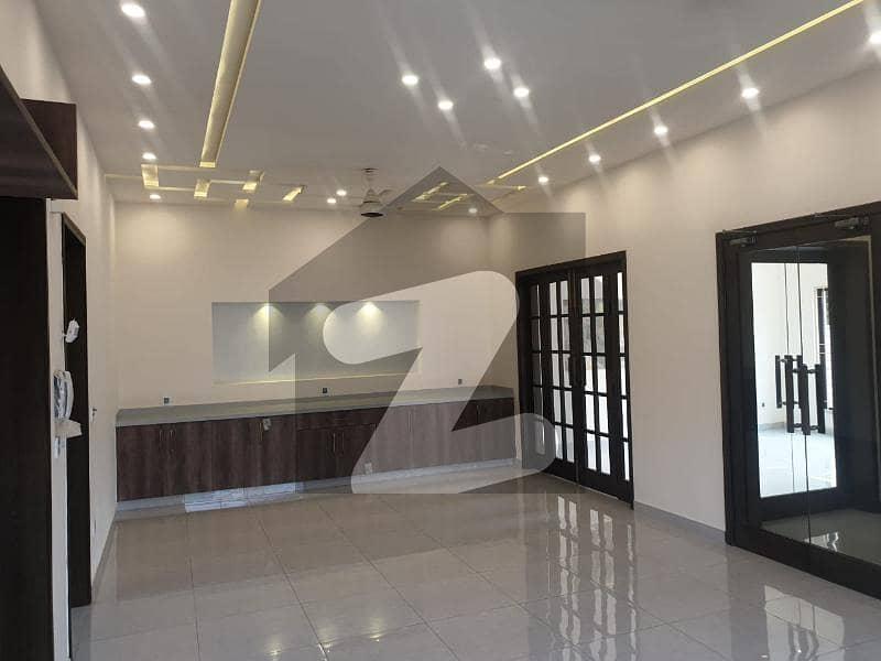 بحریہ ٹاؤن - طلحہ بلاک بحریہ ٹاؤن سیکٹر ای بحریہ ٹاؤن لاہور میں 5 کمروں کا 10 مرلہ مکان 2.5 کروڑ میں برائے فروخت۔