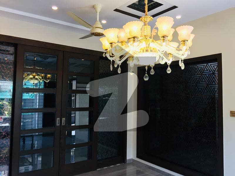 بحریہ ٹاؤن جاسمین بلاک بحریہ ٹاؤن سیکٹر سی بحریہ ٹاؤن لاہور میں 5 کمروں کا 10 مرلہ مکان 3.2 کروڑ میں برائے فروخت۔