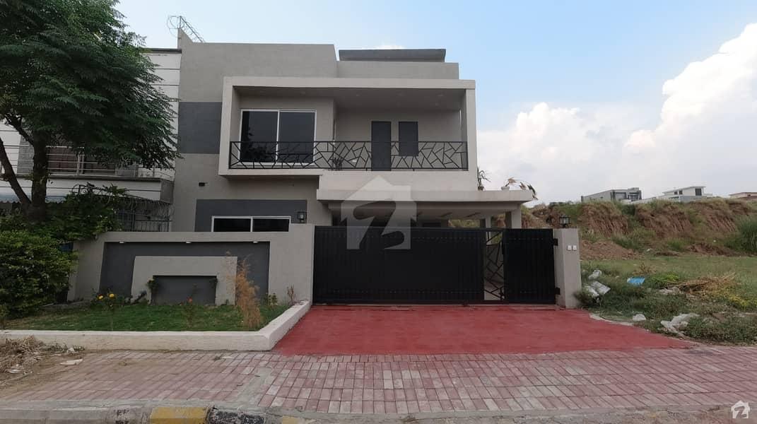 بحریہ ٹاؤن فیز 8 ۔ بلاک بی بحریہ ٹاؤن فیز 8 بحریہ ٹاؤن راولپنڈی راولپنڈی میں 5 کمروں کا 11 مرلہ مکان 2.75 کروڑ میں برائے فروخت۔