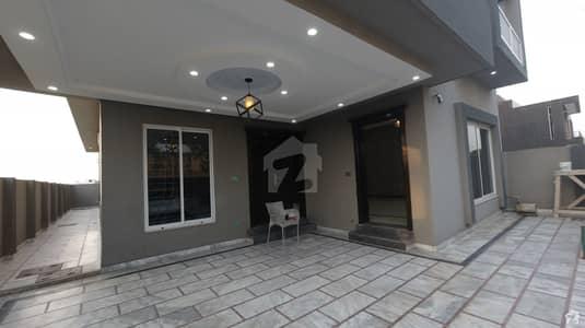 بحریہ ٹاؤن فیز 8 ۔ سیکٹر ای ۔ 4 بحریہ ٹاؤن فیز 8 بحریہ ٹاؤن راولپنڈی راولپنڈی میں 5 کمروں کا 10 مرلہ مکان 2.35 کروڑ میں برائے فروخت۔
