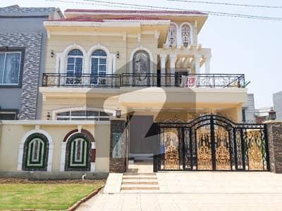 سینٹرل پارک ہاؤسنگ سکیم لاہور میں 5 کمروں کا 10 مرلہ مکان 2.1 کروڑ میں برائے فروخت۔
