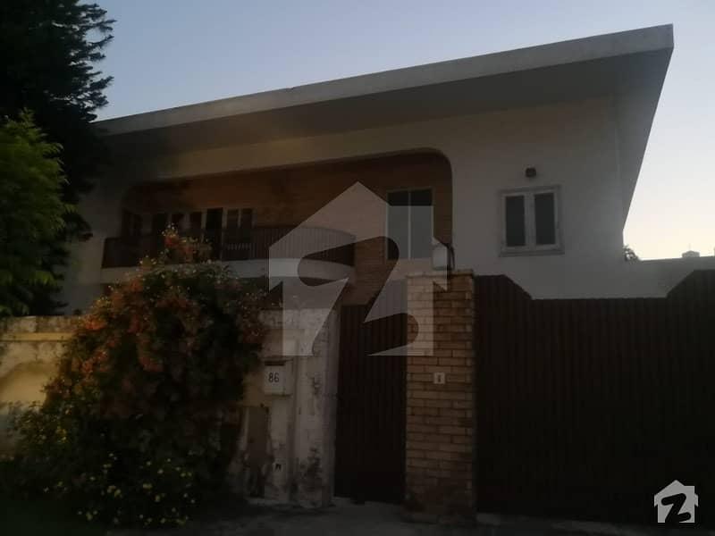 ایف ۔ 10/4 ایف ۔ 10 اسلام آباد میں 6 کمروں کا 2 کنال مکان 16 کروڑ میں برائے فروخت۔