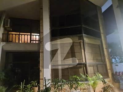 ایف ۔ 10/4 ایف ۔ 10 اسلام آباد میں 5 کمروں کا 1.02 کنال مکان 8.75 کروڑ میں برائے فروخت۔
