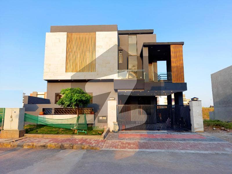 بحریہ ٹاؤن فیز 8 بحریہ ٹاؤن راولپنڈی راولپنڈی میں 5 کمروں کا 10 مرلہ مکان 3.3 کروڑ میں برائے فروخت۔