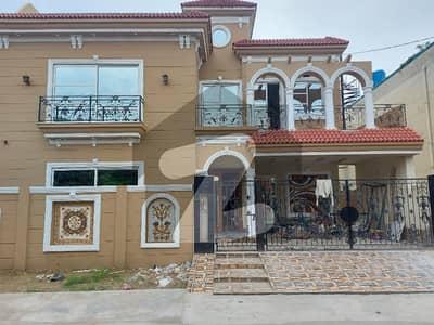 10 Marla Spanish Style House Ultra Modern 5 Bed 1 Servant Quarter Hot Location