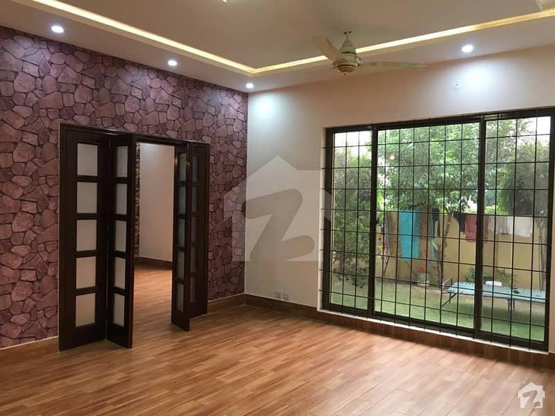 ڈی ایچ اے فیز 2 ڈیفنس (ڈی ایچ اے) لاہور میں 5 کمروں کا 1 کنال مکان 1.8 لاکھ میں کرایہ پر دستیاب ہے۔