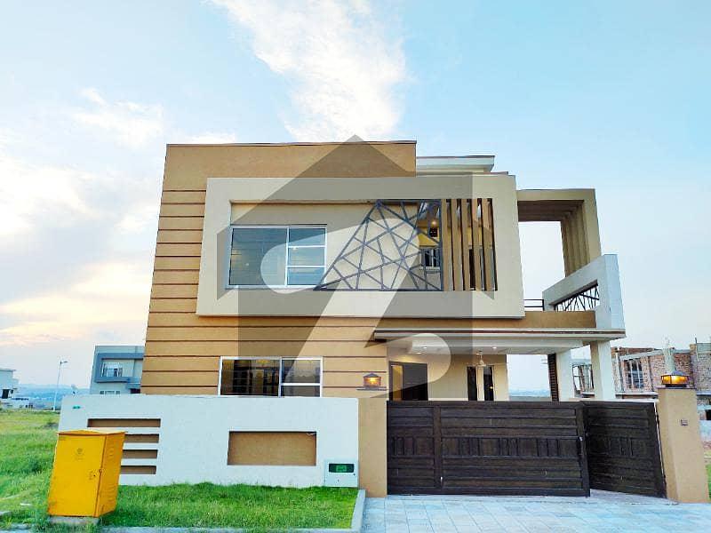 بحریہ ٹاؤن فیز 8 بحریہ ٹاؤن راولپنڈی راولپنڈی میں 5 کمروں کا 10 مرلہ مکان 2.4 کروڑ میں برائے فروخت۔