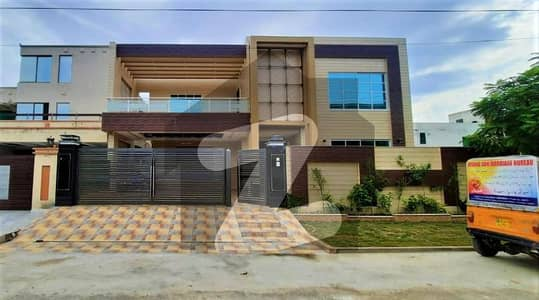 20 Marla 6 Beds Newly Build House For Sale On Top Location of Valencia