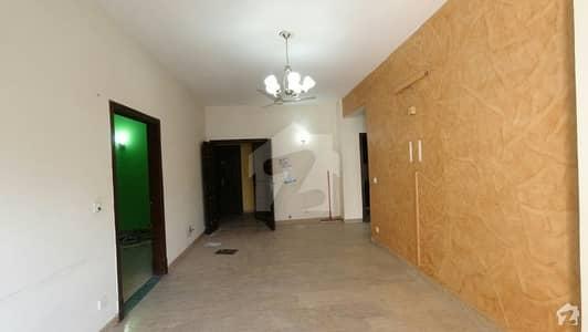 ای ۔ 11/2 ای ۔ 11 اسلام آباد میں 3 کمروں کا 6 مرلہ فلیٹ 83 لاکھ میں برائے فروخت۔