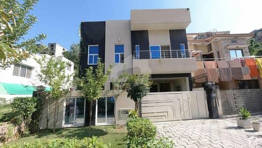 بحریہ سپرنگ نارتھ بحریہ ٹاؤن فیز 7 بحریہ ٹاؤن راولپنڈی راولپنڈی میں 6 کمروں کا 13 مرلہ مکان 3.85 کروڑ میں برائے فروخت۔
