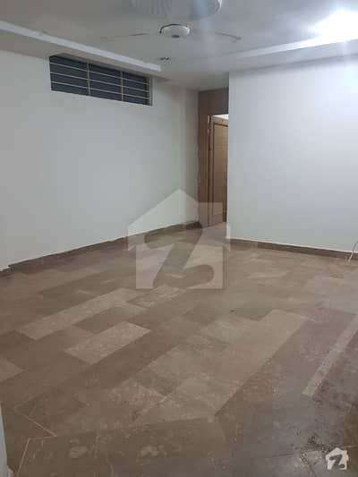 3 Bed 2nd Floor Apartment  For Rent with Gas
