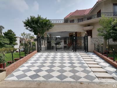 60x90 Triple Storey House Is Available For Sale