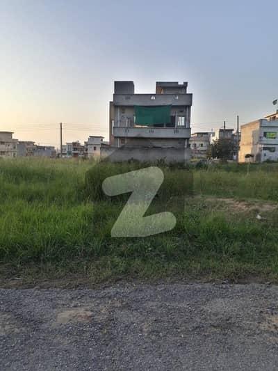 آئی ۔ 14/1 آئی ۔ 14 اسلام آباد میں 7 مرلہ رہائشی پلاٹ 1.24 کروڑ میں برائے فروخت۔