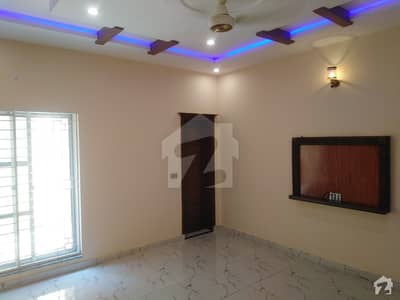 10 Marla House Ideally Situated In LDA Avenue