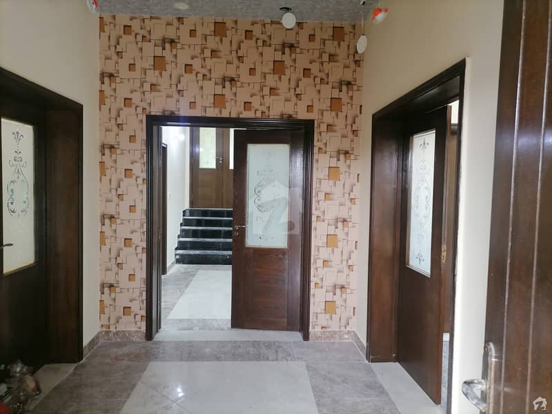 Stunning Upper Portion Is Available For Rent In LDA Avenue