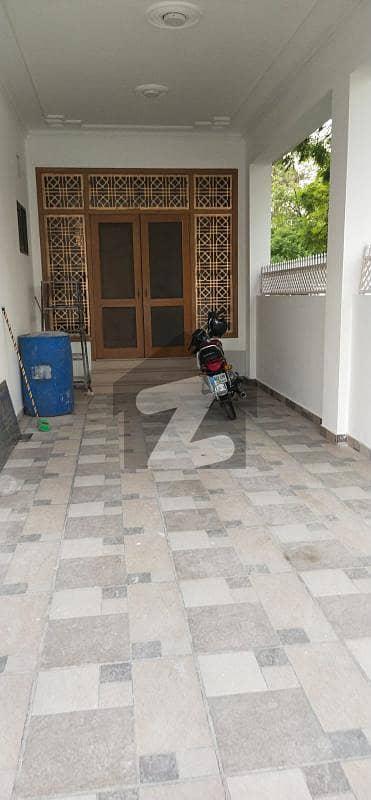 ایف ۔ 11/3 ایف ۔ 11 اسلام آباد میں 7 کمروں کا 1.33 کنال مکان 10.5 کروڑ میں برائے فروخت۔